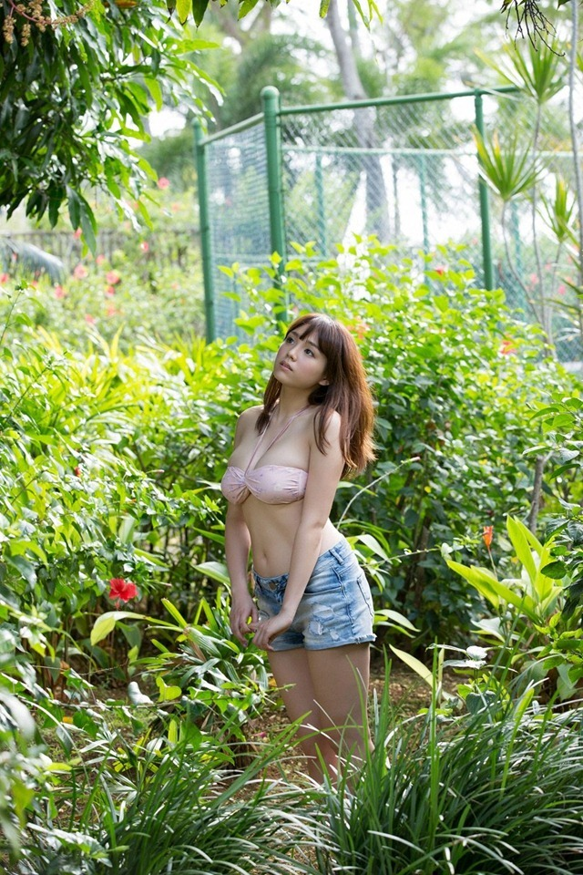 Shinozaki_Ai_youngsundayweb_1_05_1