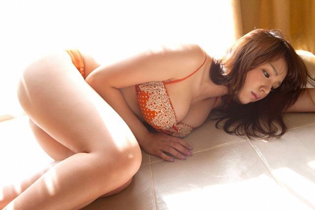 shinozaki_ai_youngsundayweb_3_25